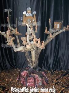 belen1javiermesareig5 225x300 Un belen sobre un tronco de naranjo