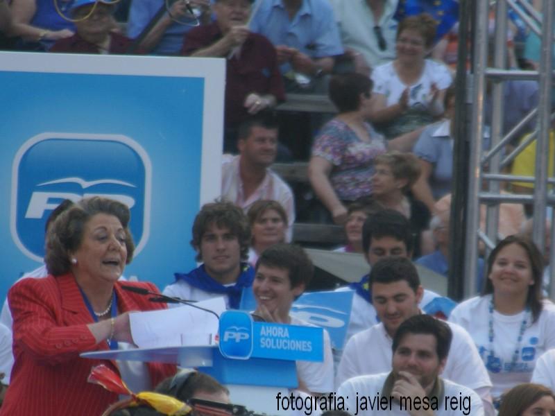 pp1javiermesareig La Marea Azul arrasa en la plaza de Toros de Valencia con la visita de Mariano Rajoy a Valencia