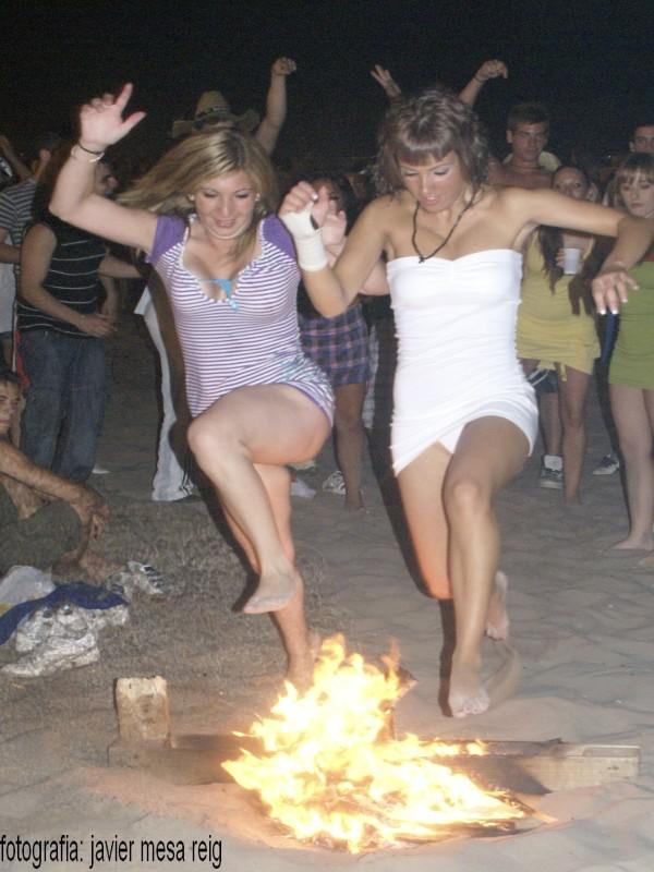 sanjuan1javiermesareig Valencia celebró una impresionante Noche de San Juan en la Playa de la Malvarrosa