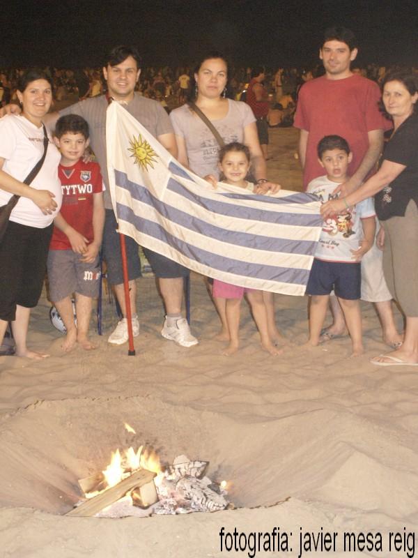 sanjuan1javiermesareig2 Valencia celebró una impresionante Noche de San Juan en la Playa de la Malvarrosa