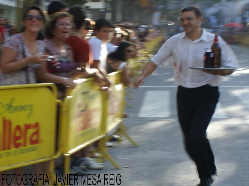 foto1javiermesareig14 Espectacular XIII Carrera de Camareros de Xativa