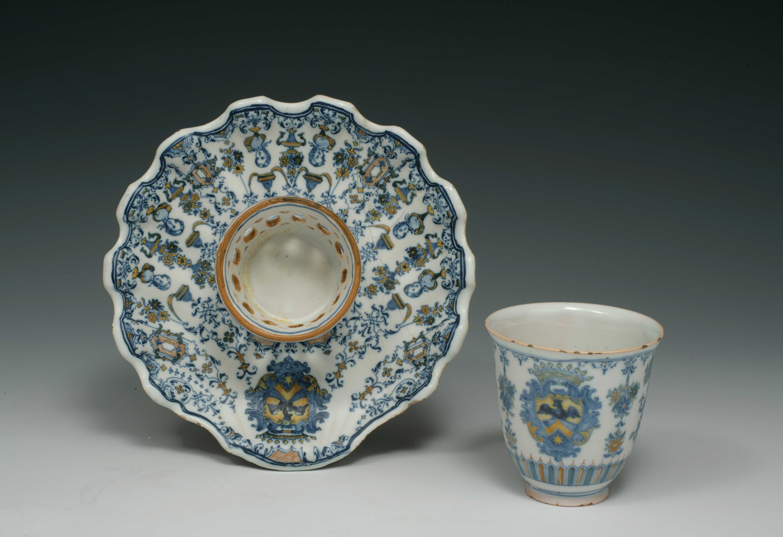 La colecci n laia bosch de alcora en el museo de cer mica for Muebles casal valencia